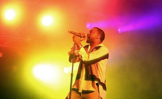 Kanye West Performin Yeezus