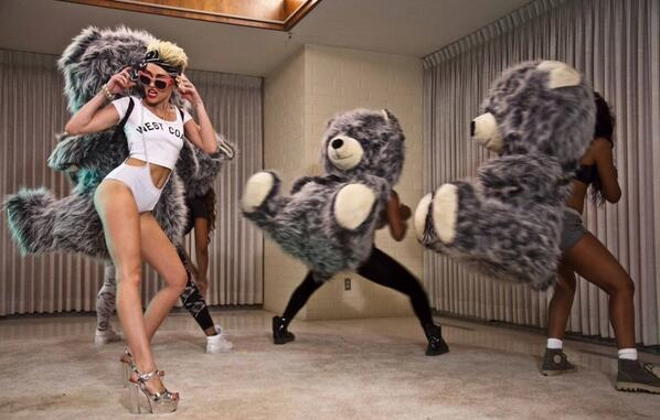 """Miley Cyrus - """"We Can't Stop"""" Photo"""