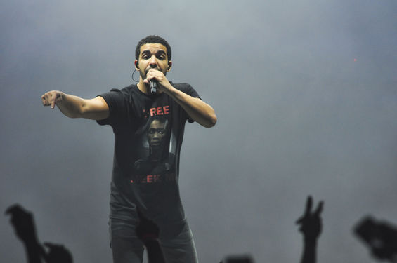 Drake Gives Hilarious VMA Acceptance Speech At Boston Show