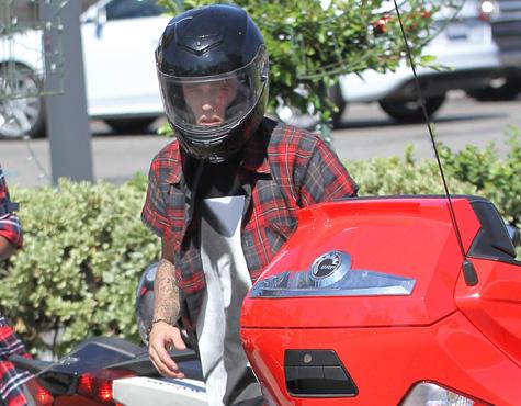 Justin Bieber Arrested For Assault & Reckless Driving