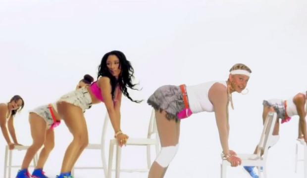 """Ellen Parodies Nicki Minaj's """"Anaconda"""" Video"""