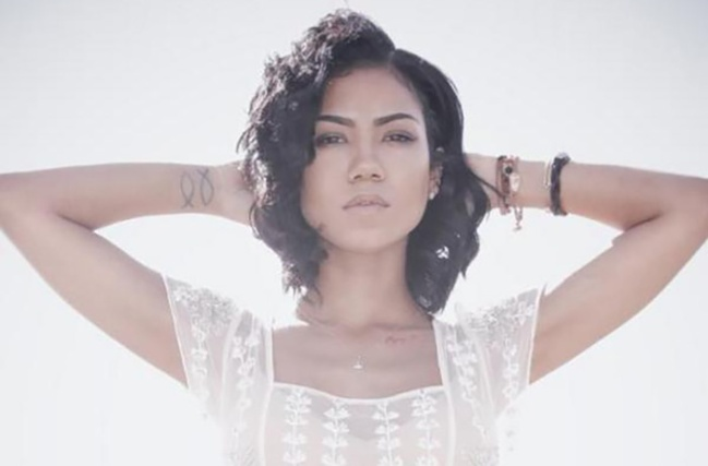 "Jhene Aiko Returns On That ""Living Room Flow"""