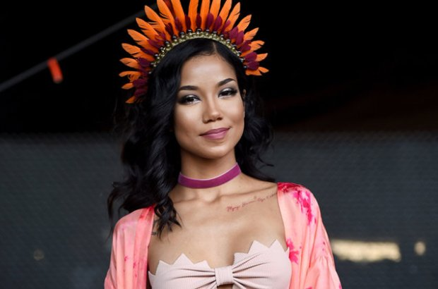 jhene-aiko-backstage-coachella-2016-billboard-650